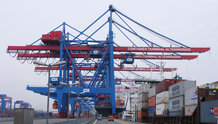 Motorized festoon system for 14 High Speed Container Cranes (ship to shore)